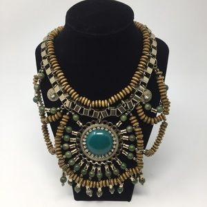 Jewelry - Gorgeous Green Medallion Necklace